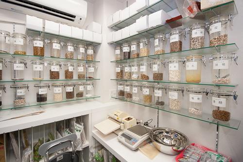 漢方薬調剤室